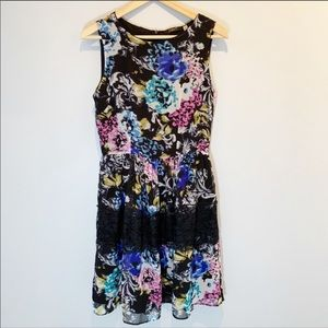 Dex | Floral Dress with Lace Band Detail NWOT
